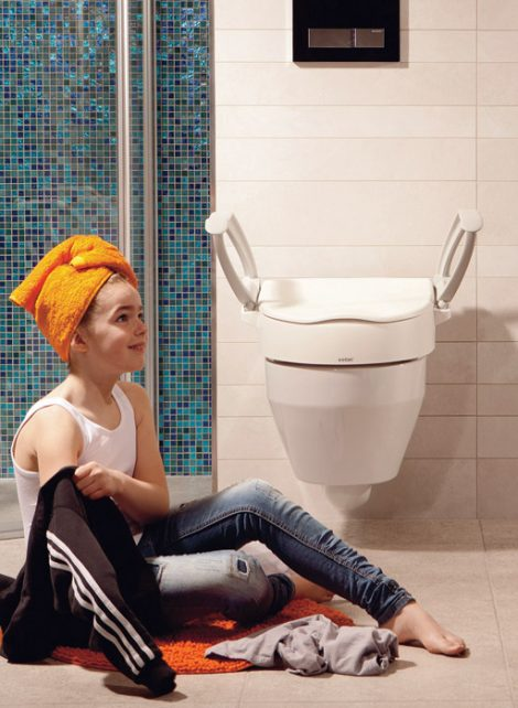 Cloo Toilet Seat Raiser + Armrests by Etac